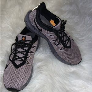 🧡Brand New NIKE Quest shoes!